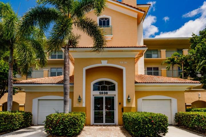 5938 Crystal Shores Drive, 306, Boynton Beach, FL 33437