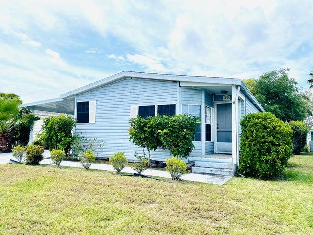 8495 Filifera Court, Port Saint Lucie, FL 34952