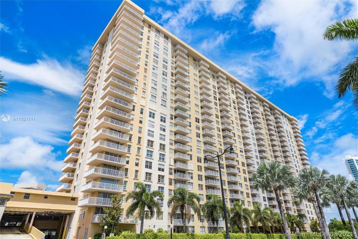 231 174th Street, 403, Sunny Isles Beach, FL 33160