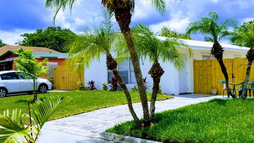 236 SW 2nd Street, Deerfield Beach, FL 33441