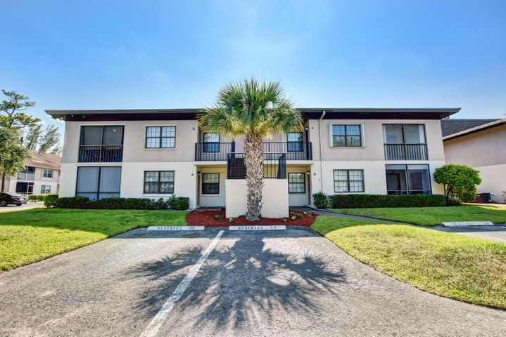 SMALL BOUTIQUE COMMUNITY IN GREENACRES