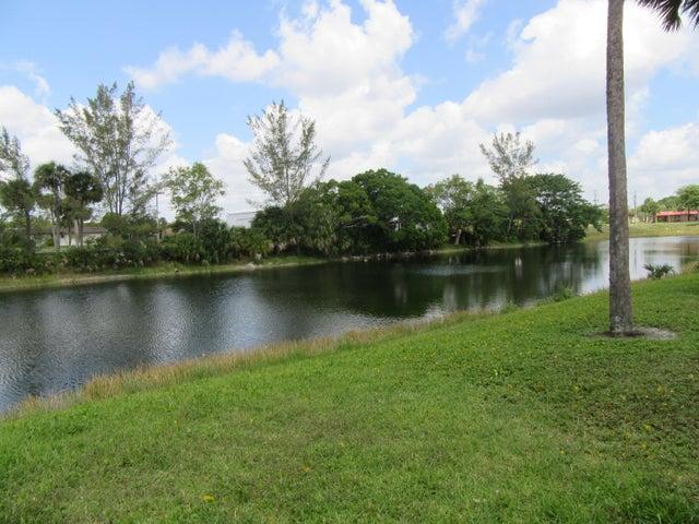 183 Lake Meryl Drive, West Palm Beach, FL 33411