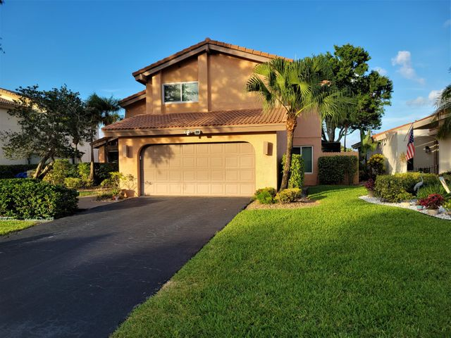 5585 Lakeview Mews Drive, Boynton Beach, FL 33437