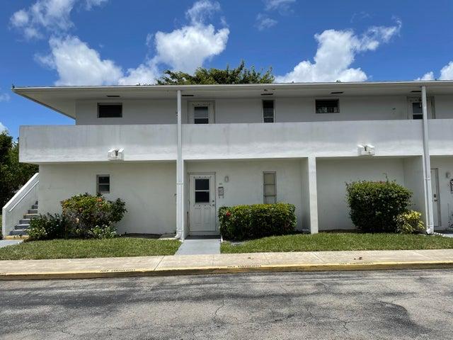 148 West Court, Royal Palm Beach, FL 33411