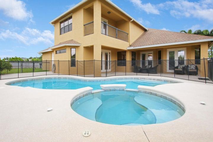 372 SW Paar Drive, Port Saint Lucie, FL 34953