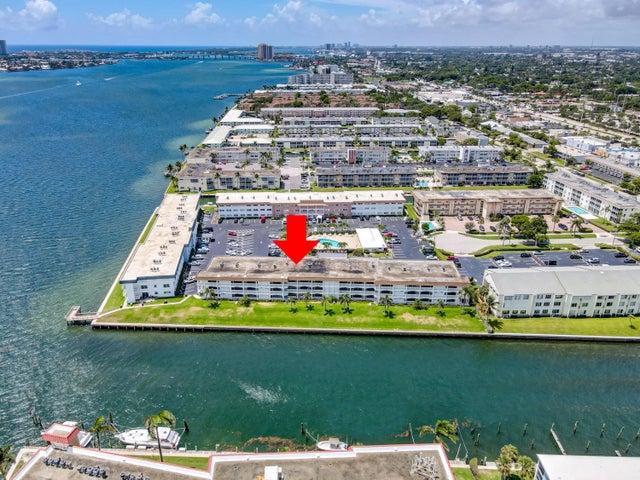 111 Shore Court, 110-C, North Palm Beach, FL 33408