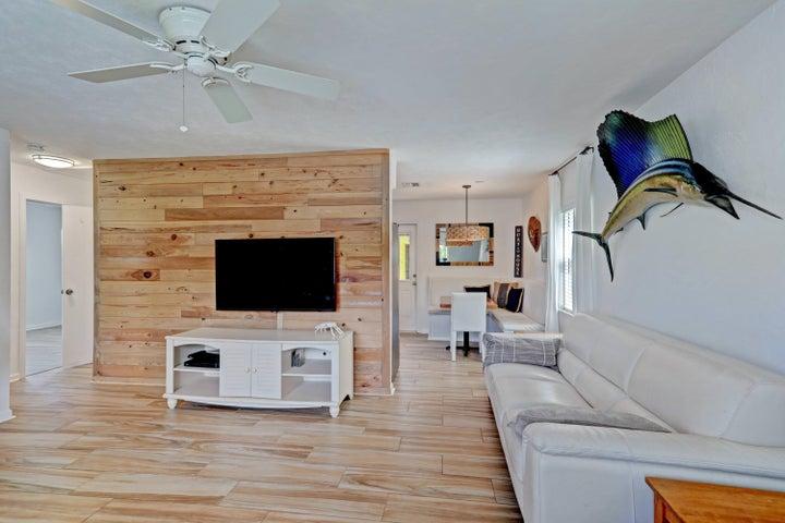 201 E 24th Street, Riviera Beach, FL 33404