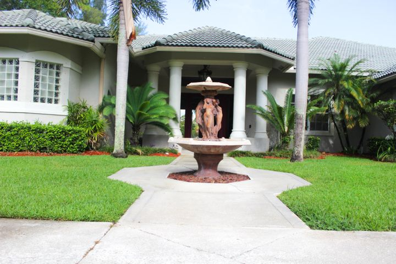 185 Westwood Circle E, West Palm Beach, FL 33411