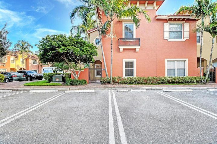 186 Lake Monterey Circle, Boynton Beach, FL 33426