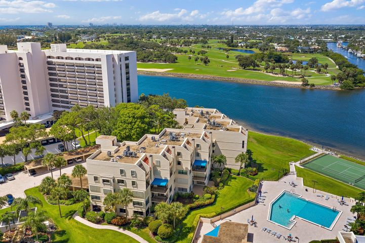 Rarely available end unit w/ North Palm's BEST views!