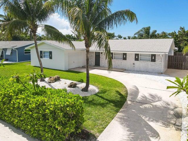 11 Ridgewood Circle, Tequesta, FL 33469