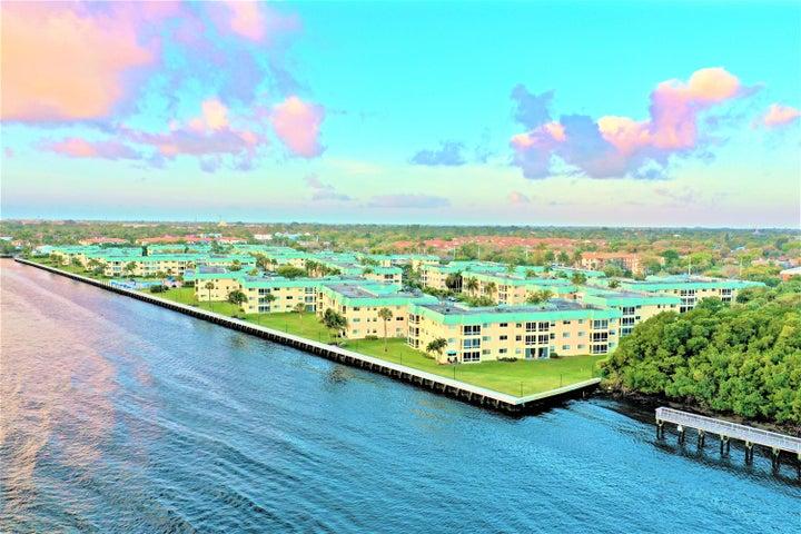15 Colonial Club 301 Drive, 301, Boynton Beach, FL 33435
