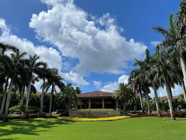 61 Admirals Court, Palm Beach Gardens, FL 33418