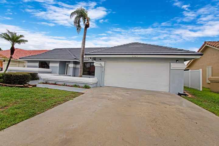 3/2 Pool Home in desirable Sun Valley Development