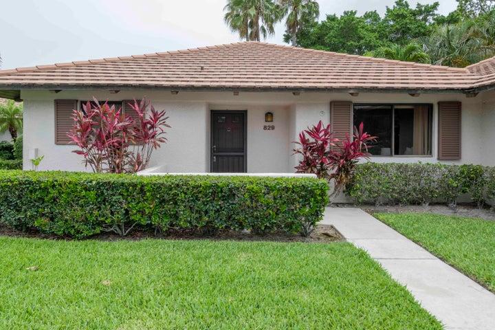 829 Club Drive, Palm Beach Gardens, FL 33418