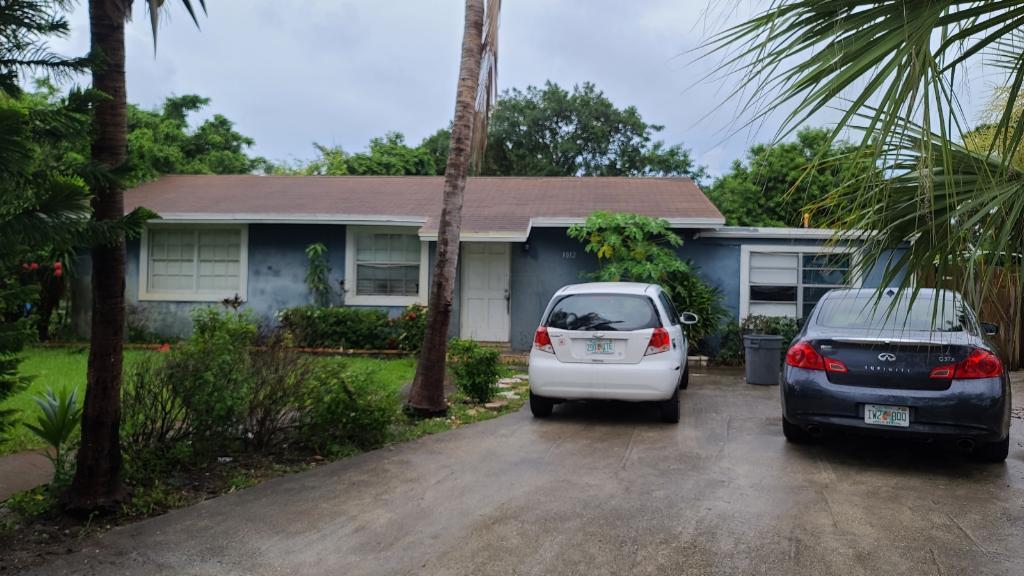 3012 E Palm Drive, Boynton Beach, FL 33435