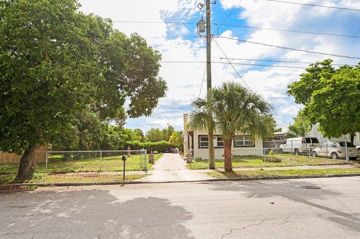 3818 Greenwood Avenue, West Palm Beach, FL 33407