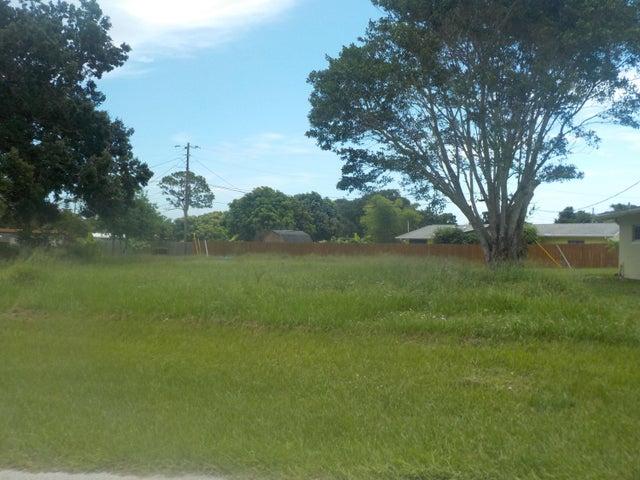 305 Bay Street, Port Saint Lucie, FL 34952