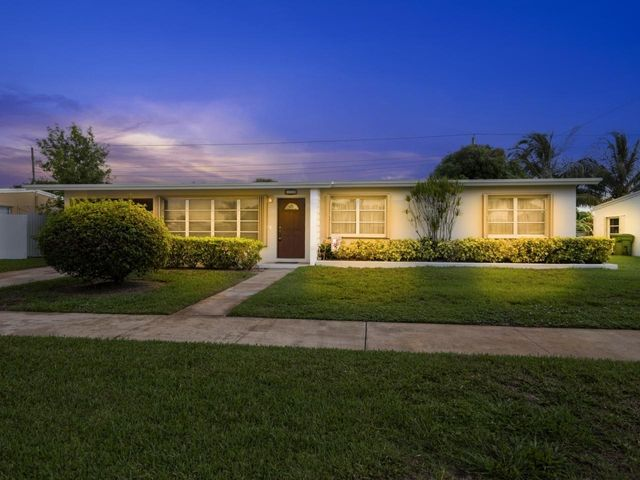 138 Ainsworth Circle, Palm Springs, FL 33461