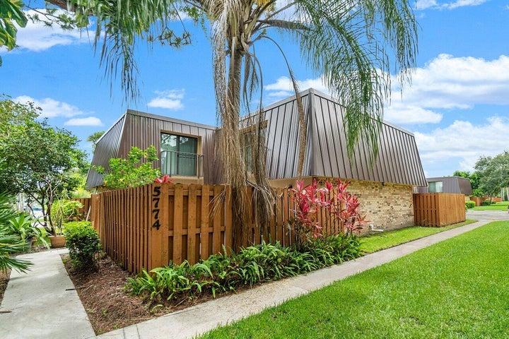 5774 SE Windsong Lane, Stuart, FL 34997