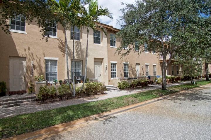 2509 NW 7th Street, Boynton Beach, FL 33426