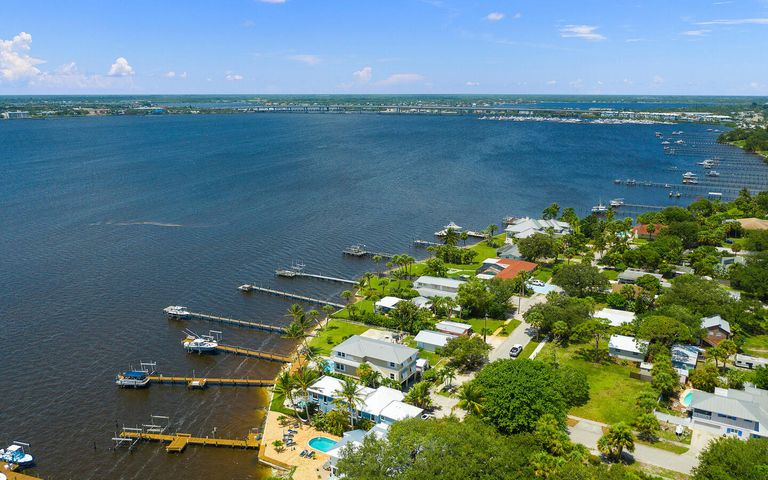 766 NE River Terrace, Jensen Beach, FL 34957