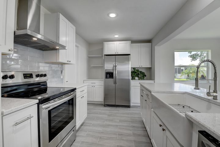 Kitchen Range w/Hood