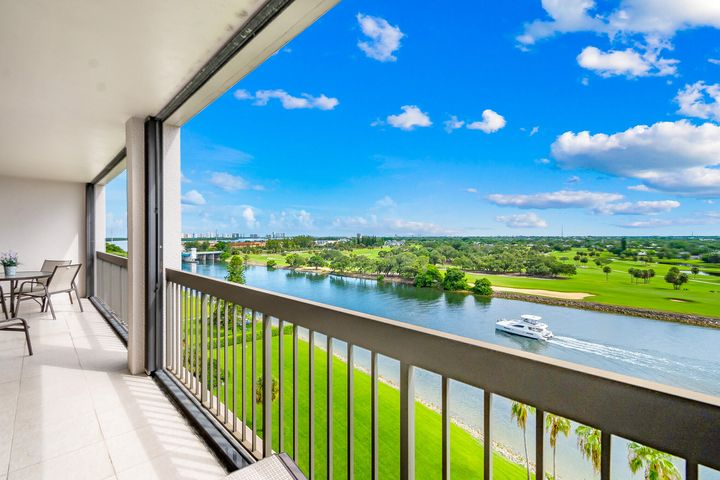 356 Golfview Road, 1006, North Palm Beach, FL 33408