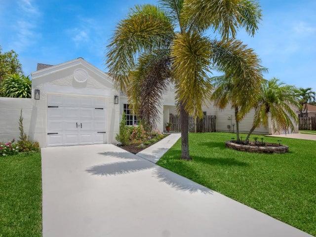 8451 Dynasty Drive, Boca Raton, FL 33433