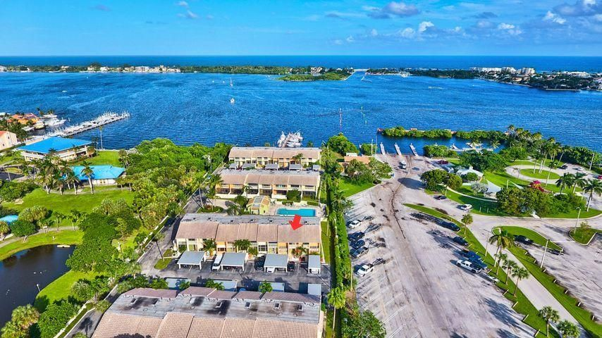 702 NE 20th Lane, Boynton Beach, FL 33435