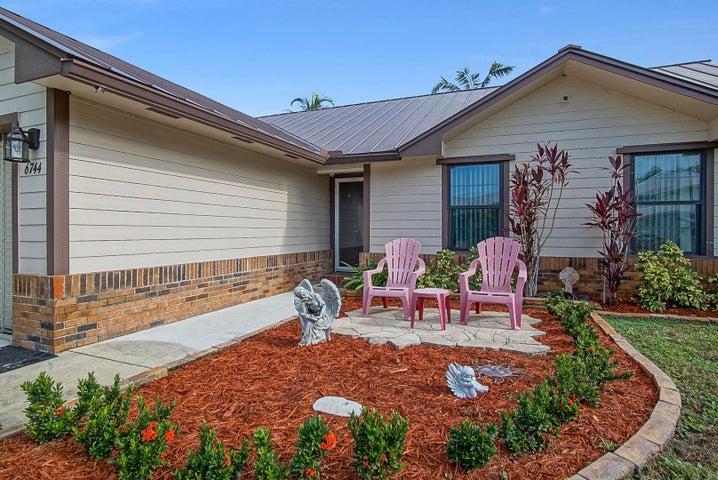 6744 SE Amyris Court, Stuart, FL 34997
