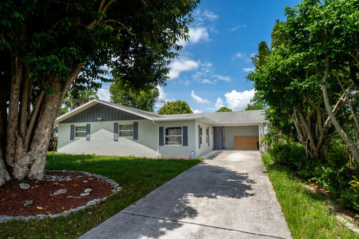 1108 SE Ladner Street, Port Saint Lucie, FL 34983