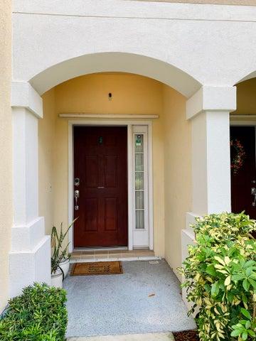 1172 Pinewood Lake Court, Greenacres, FL 33415