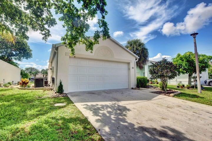 17 Bentwater Circle, Boynton Beach, FL 33426