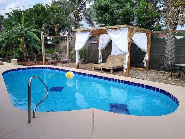 1624 W Breezy Lane, West Palm Beach, FL 33417