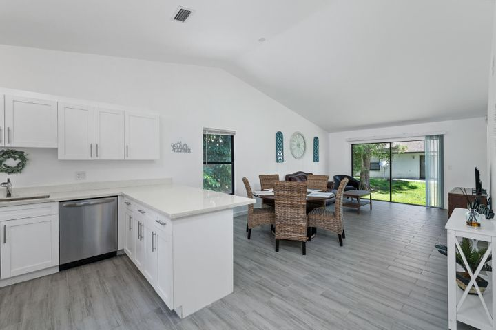 1194 Hyacinth Place, Wellington, FL 33414