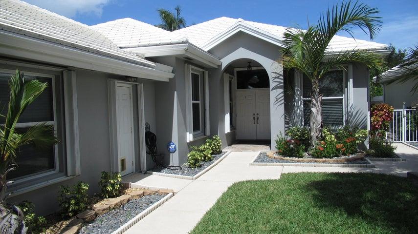 1090 Gator Trail, West Palm Beach, FL