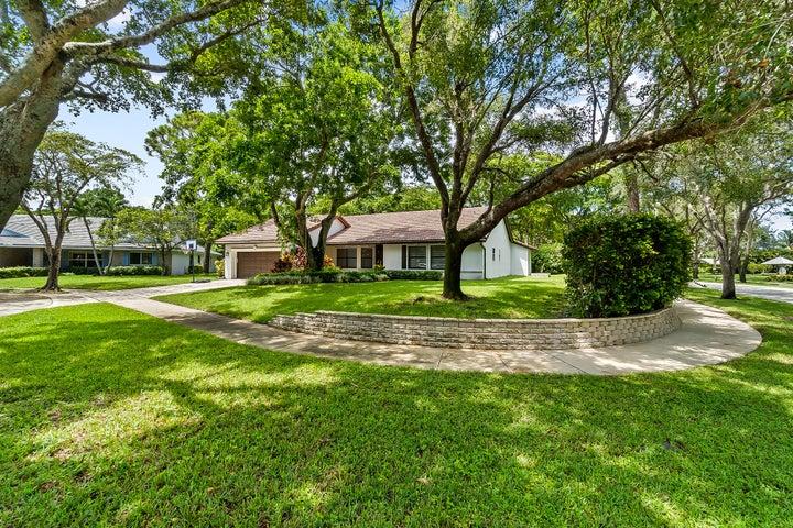 3537 Pine Haven Circle, Boca Raton, FL 33431