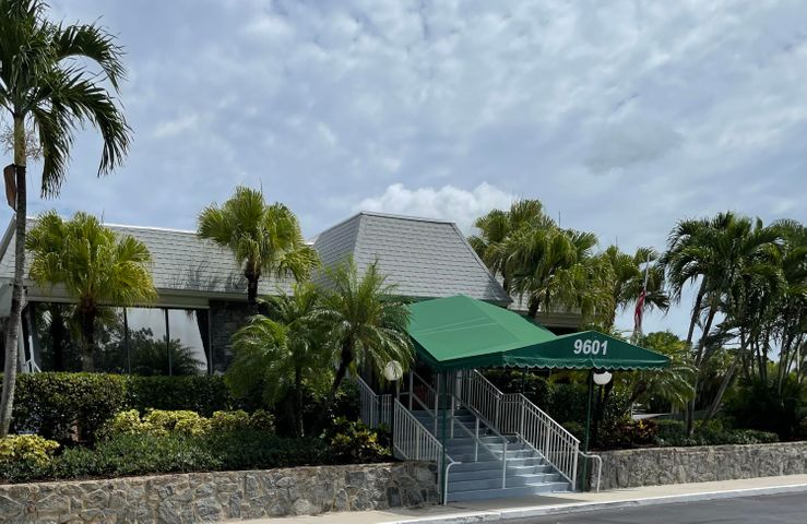 18081 SE Country Club Drive, 103, Jupiter, FL 33469