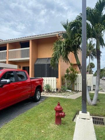 726 NE 20th Lane, Boynton Beach, FL 33435