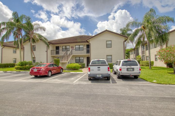 7609 Tahiti Lane, 104, Lake Worth, FL 33467