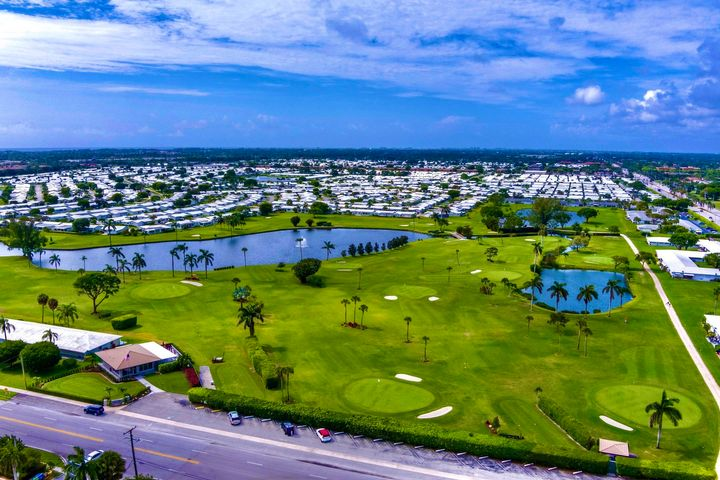 Look at this beautiful golf course if you live here you get the golf for free it's included in HOA dues