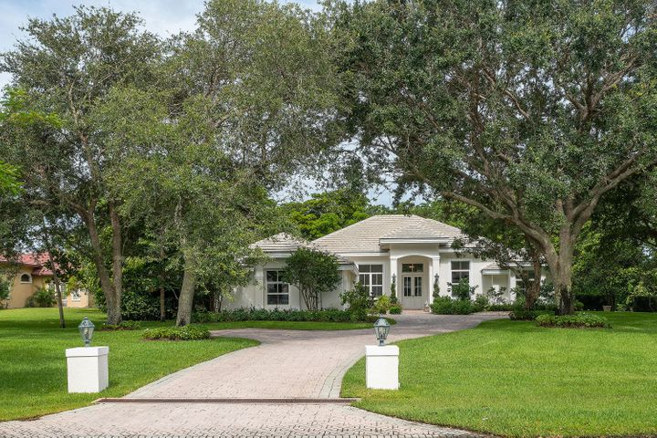 8279 Steeplechase Drive, Palm Beach Gardens, FL 33418