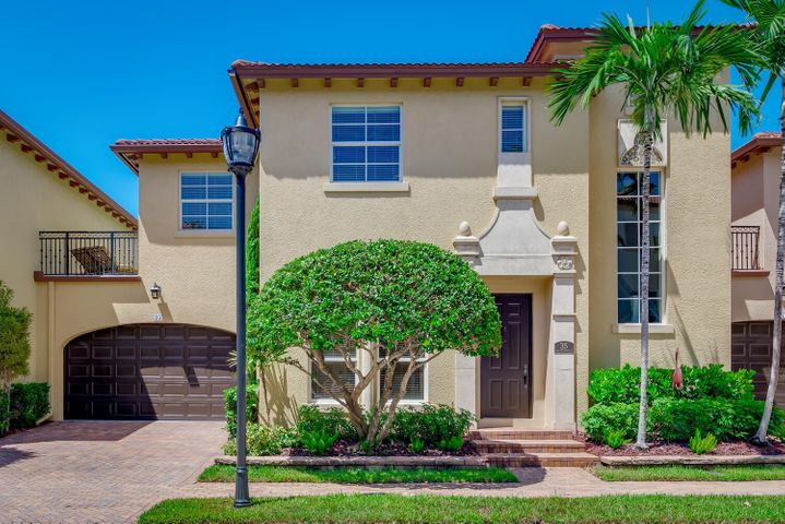 Home displays all the qualities of good curb appeal to make a good first impression.
