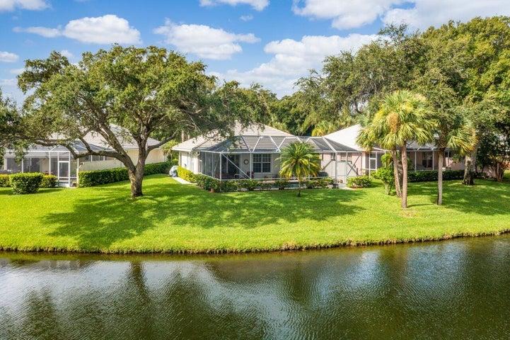 2019 Bedford Drive, Palm Beach Gardens, FL 33403