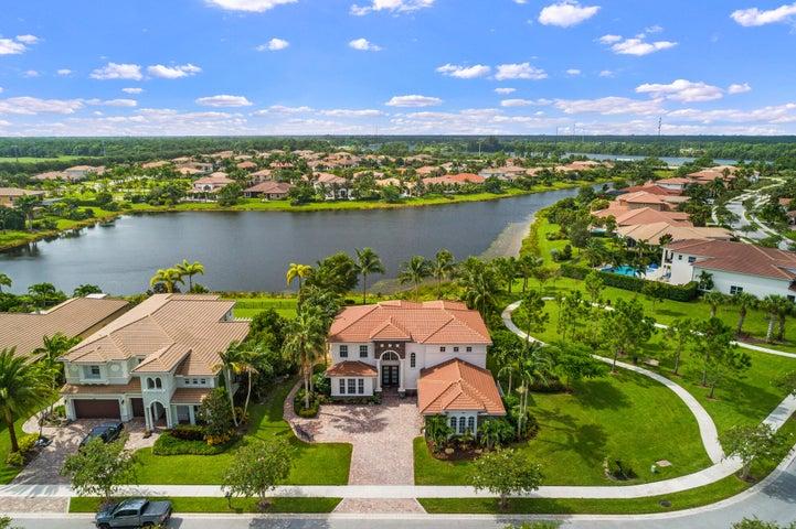 124 Manor Circle, Jupiter, FL 33458