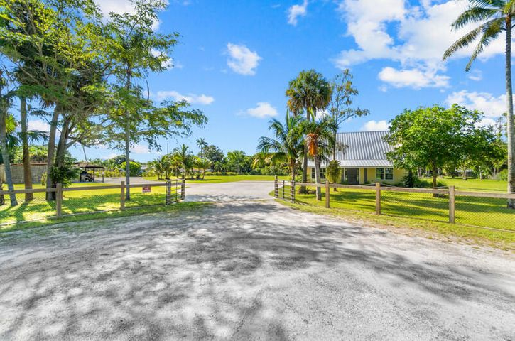 6900 Cleary Pines Trail, West Palm Beach, FL 33413