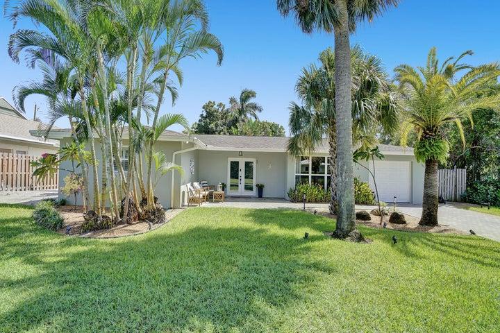 914 SW 27th Place, Boynton Beach, FL 33435