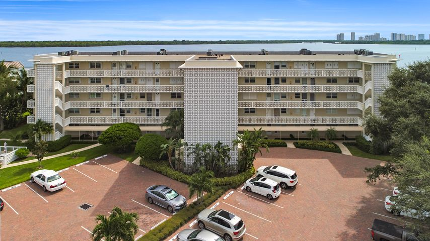 60 Yacht Club Drive, 103, North Palm Beach, FL 33408
