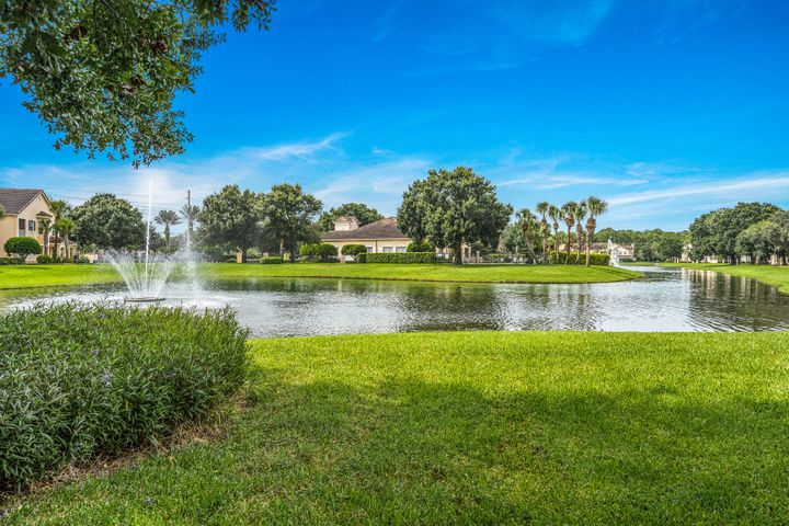 2492 57th Circle, Vero Beach, FL 32966